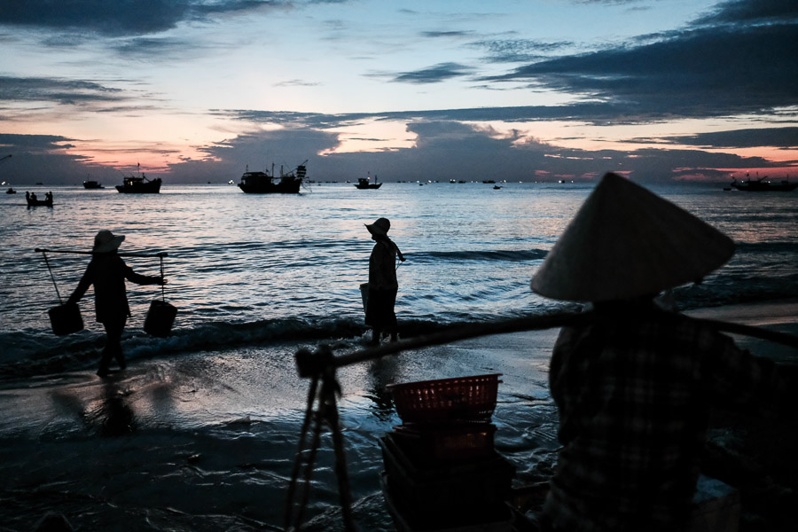Hoi An sunrise fish market 1